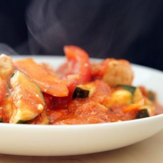 Tomaten-Zucchini Eintopf mit Putenfleisch