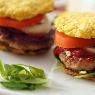 Paleo Burger mit Blumenkohl-Brötchen und selbstgemachtem Ketchup
