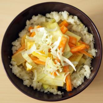 Vegetarisches Curry mit Blumenkohl-Reis