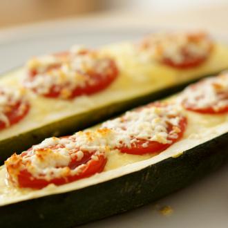 Gefüllte Zucchini mit Ziegenkäse und Tomaten