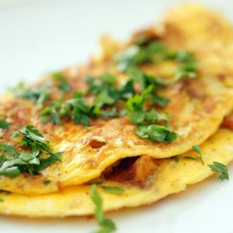 Eierschwammerl-Omelett mit Petersilie