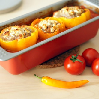 Gefüllte Paprika in Tomaten-Chili-Sauce