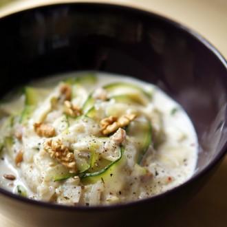 Cremige Zucchini-Fettuccine mit Walnüssen