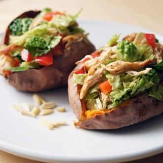 Süßkartoffel gefüllt mit Kohl und Hühnchenbrust