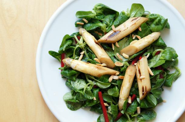 paleo-geroesteter-spargel-salat